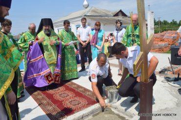 В станице Батуринской епископ Ейский и Тимашевский Герман совершил чин закладки камня храма святителя Николая