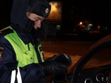 Сотрудники ДПС изъяли наркотики в остановленном авто