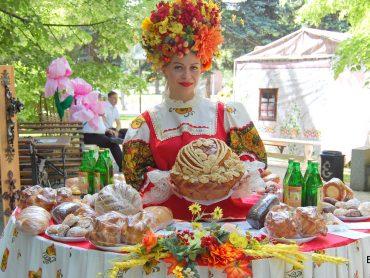 В Краснодаре прошла IV краевая выставка-ярмарка сельского туризма «АгроТур-2018». Брюховчане представили четыре кластера