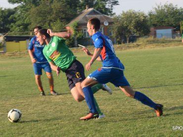 Вчера стартовали соревнования по футболу на Кубок «Брюховецких новостей». Впереди жаркая борьба