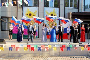 12 июня жители Брюховецкого района стали участниками концертов, флешмоба, выставок и других мероприятий, посвященных Дню России