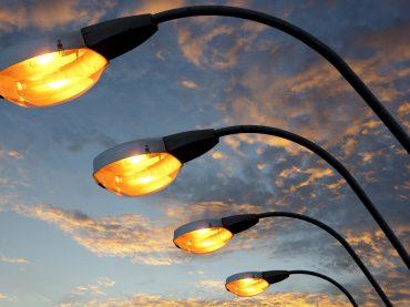 В Свободненском поселении улучшают уличное освещение