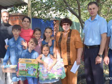 Накануне нового учебного года первые лица района побывали в многодетной семье Прудиевых из станицы Переясловской