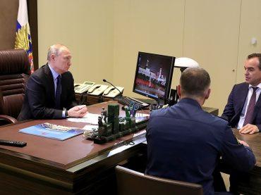 Президент России Владимир Путин обсудил с губернатором Краснодарского края ход ликвидации последствий ЧС