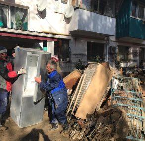 Брюховецкие волонтеры помогают восстанавливать пострадавший от стихии Туапсе
