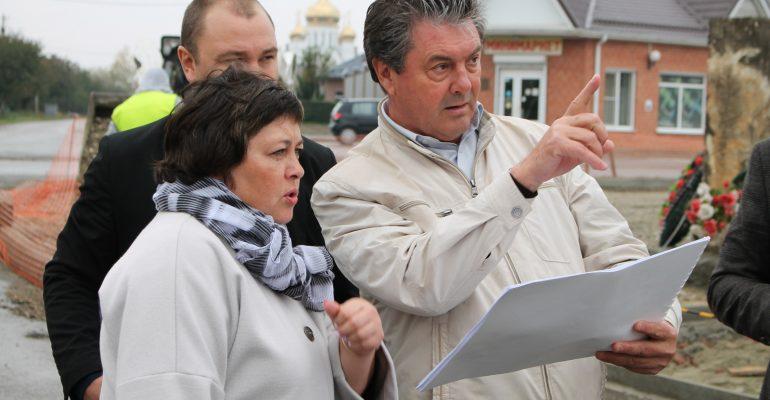 «В Брюховецкой строят дороги, благоустраивают территории, разбивают новые скверы» — интервью с главой Брюховецкого поселения Николаем Балиным