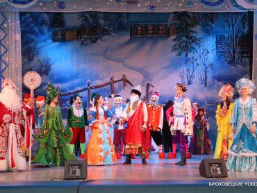 Сказка о Белоснежке, Дед Мороз и Снегурочка: вчера прошла елка главы района