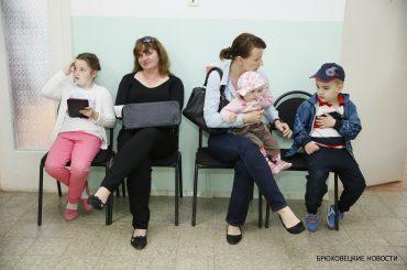 Почему нужно делать прививки: врачи рекомендуют родителям заранее позаботиться о здоровье детей