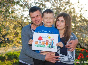 Семья Бойнар получила сертификат на строительство жилья