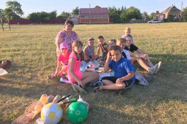Тематические смены, досуговые площадки, кружки и секции: чем занять школьника летом?