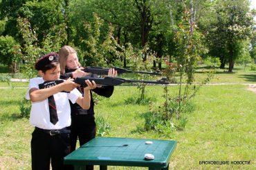 Стреляли метко из винтовки: вчера прошел слет юных казачат