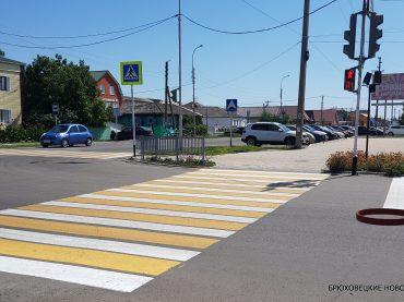 «Зебра» перекрасилась в желто-белый. Пешеходные переходы изменились