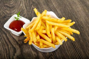 Картошка фри, попкорн, чипсы. Какая угроза стоит за ними