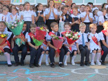 В школах района приступили к занятиям 5750 учащихся