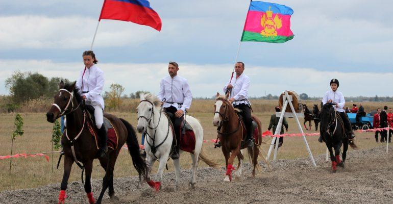 Фестиваль кубанского сала и разносолов прошел на Казачьем острове