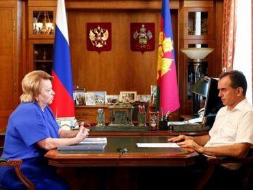 Кондратьев поздравил с юбилеем главу региональной Общественной палаты Любовь Попову