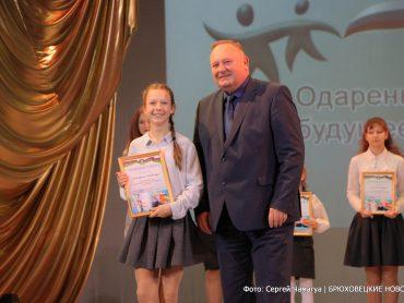 Глава района наградил одаренных детей