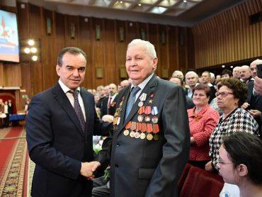 Кондратьев: воинская доблесть многих поколений и труд народа принесли благополучие нашей стране