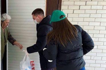 На Кубани жителям помогают почти 2 тыс. добровольцев