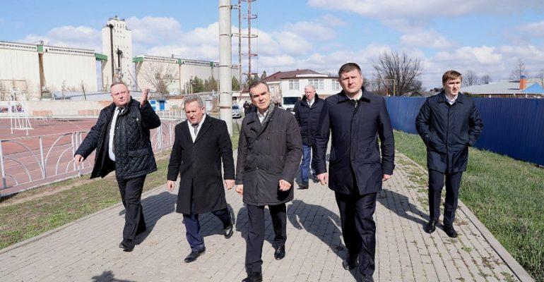 В этом году в Брюховецком районе завершится строительство бассейна и центра единоборств