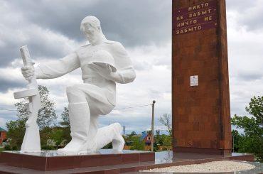 В Переясловской отремонтировали памятник Солдату в центральном парке