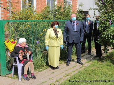 Владимир Мусатов и Наталья Боева поздравили ветеранов в преддверии юбилейного Дня Победы