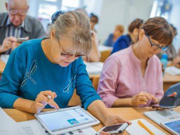 «Чтобы оставаться успешным»: брюховчане могут пройти обучение по проекту «Старшее поколение»