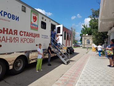 Вы дарите другим жизнь: сегодня в Брюховецкой работал мобильный пункт краевой станции переливания крови