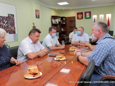 Глава района вручил руководителям лучших сельхозпредприятий именные вымпелы
