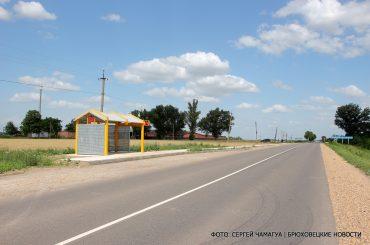 В селе Харьково-Полтавском вандалы сломали новые скамейки