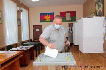 Владимир Мусатов принял участие в голосовании по поправкам в Конституцию РФ