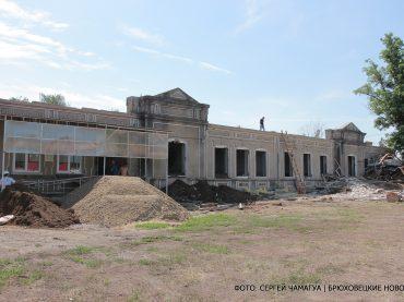 На территории центральной районной больницы идет капитальный ремонт детского отделения