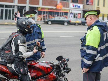 Российских мотоциклистов будут штрафовать за опасное лавирование