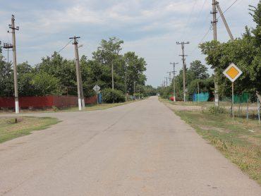 Отдаленные населенные пункты благоустраиваются: в Большебейсугском поселении ремонтируют дороги, тротуары, водопроводную сеть