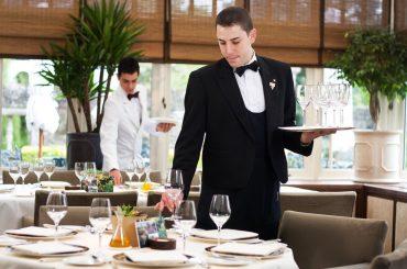 Счет без чаевых и заказ еды дистанционно: кафе будут работать по новым правилам