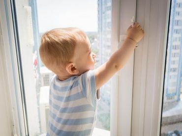 Безопасность детей возле открытых окон. Как предотвратить трагедию