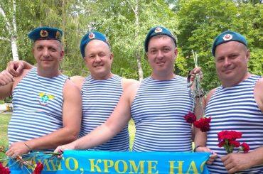 Брюховецкие десантники отметили праздник