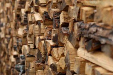 В Свободном развезут дрова малообеспеченным