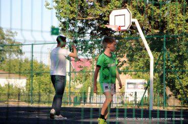 После «прямой линии» в Брюховецком парке оборудовали баскетбольную площадку
