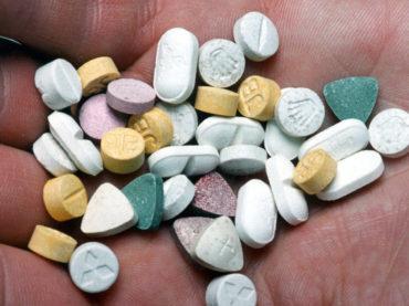 Злоупотребление новыми дизайнерскими наркотиками: действие, симптомы и лечение