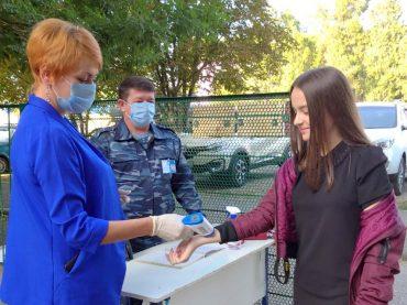 О питании, охране и эпидобстановке в школах района поговорили с Русланом Хубиевым