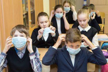 Глава Минпросвещения поручил регионам усилить меры профилактики COVID-19 в школах