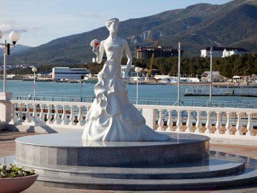 Геленджик в переводе с турецкого значит «невесточка»: легенды о появлении названия города мечты