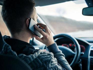В ГИБДД рассказали, как будут штрафовать водителей за разговор по телефону