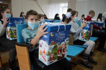 Одаренным детям района вручили новогодние подарки