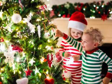 Стало известно, как получить новогодние выплаты на детей