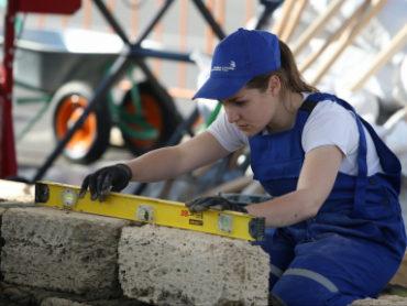 Почти четыре тысячи жителей Кубани получают новые профессии по федеральной программе
