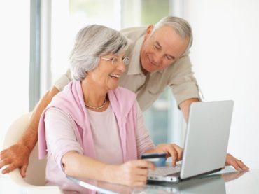Кубанские волонтеры запустили социальный проект «Бабушка в сети»