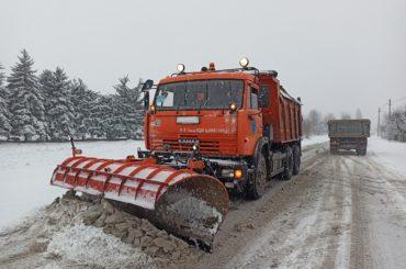 Более 200 единиц спецтехники расчищают трассы Кубани от снежных заносов и гололедицы