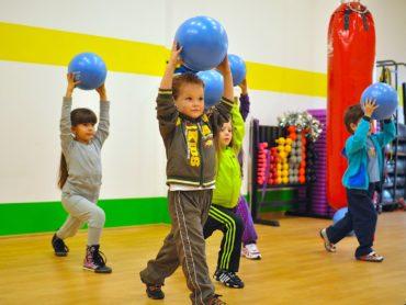 Власти РФ предложили ввести пособия на занятия спортом для детей из малообеспеченных семей